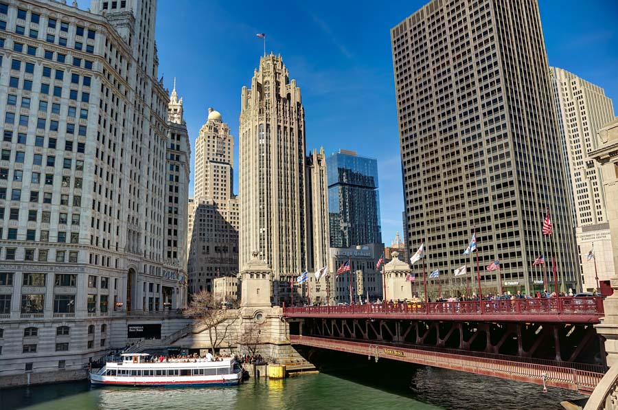 Michigan Avenue Bridge and surrounding buildings, Chicago