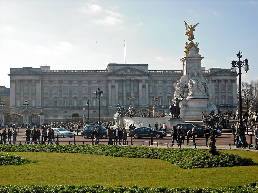 Queen Victoria Memorial and the Buckingham Palace