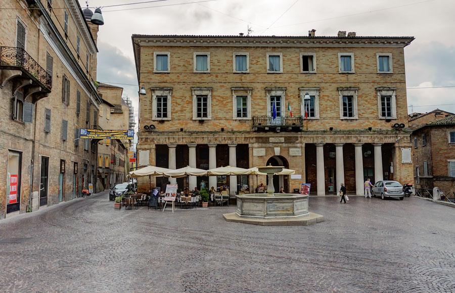 Piazza della Reppublica, Urbino, Italy
