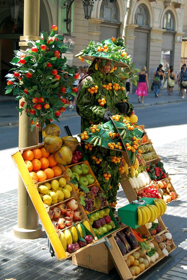 Live statue on Ramblas, Barcelona