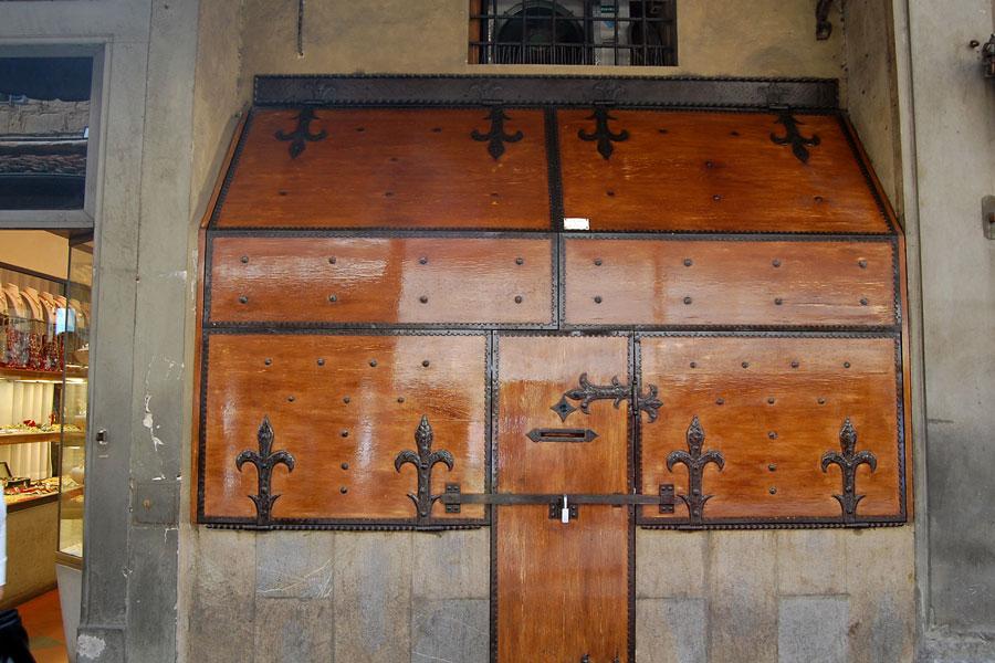 A closed shop on Ponte Vecchio, Florence