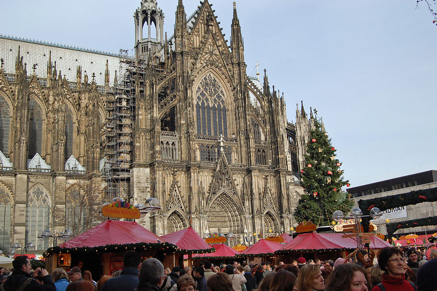 Cologne Cathedral with its Christmas Market