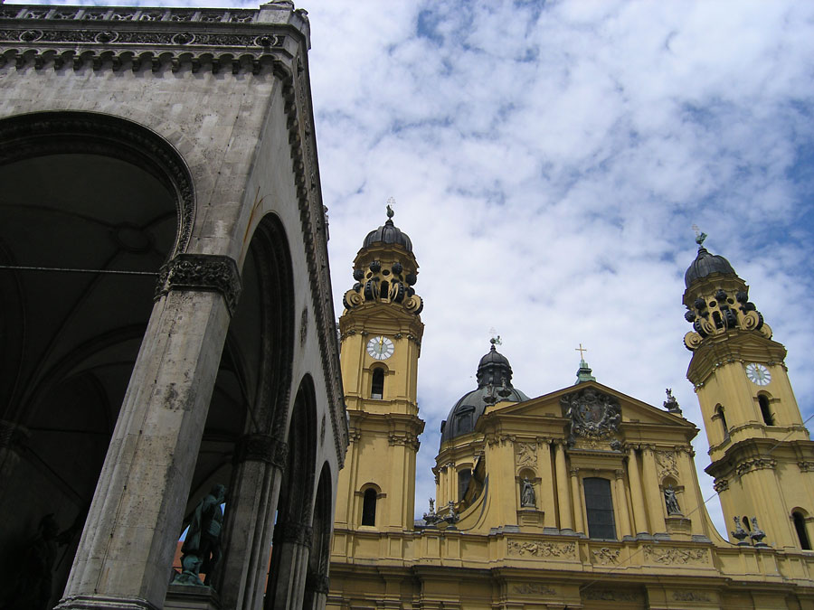 Odeonsplatz, Feldherrnhalle and Theatinerkirche