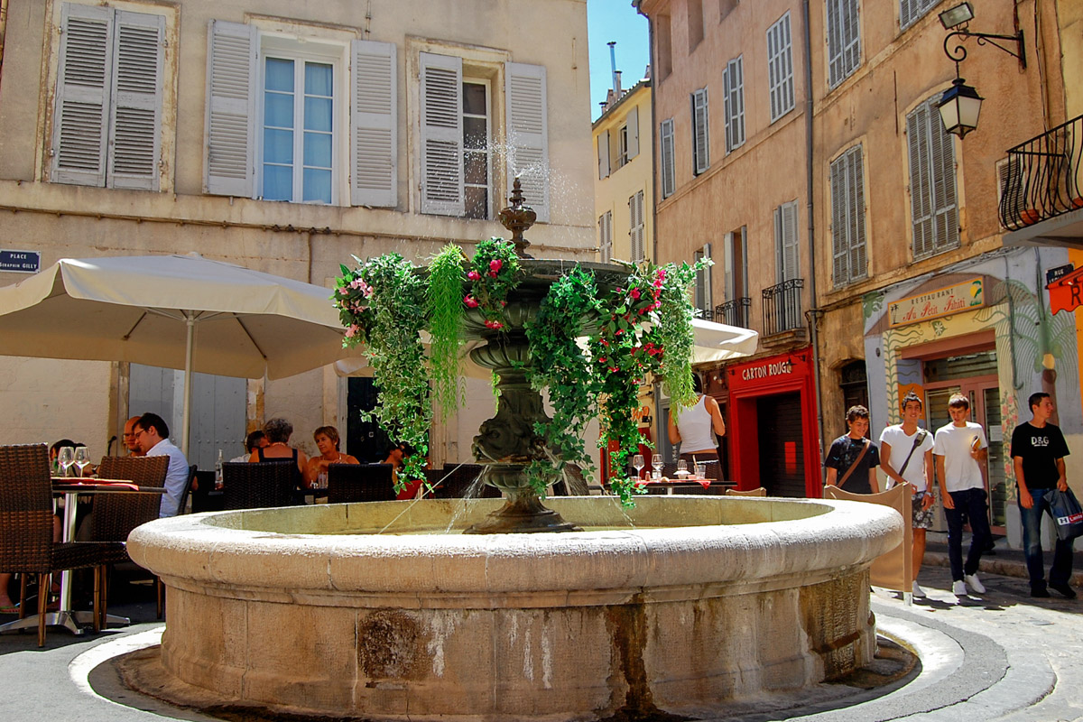 A square in Aix